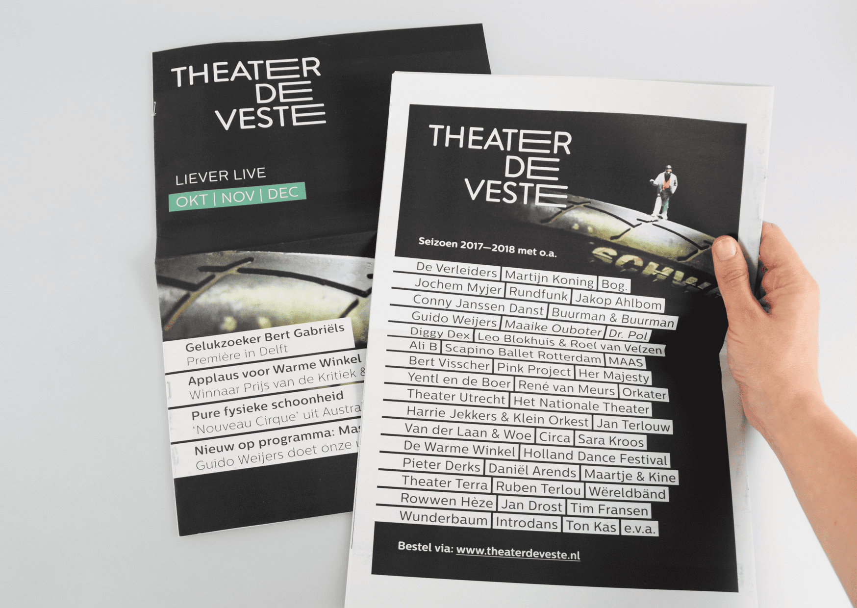 Theater de Veste, Seizoen 17|18, Studio Enkelvoud, seizoensbrochure, toneel, campagnebeeld, grafisch ontwerp, fotografie, miniatuur, miniature, theaterkrant, seizoenskrant, 2017, 2018